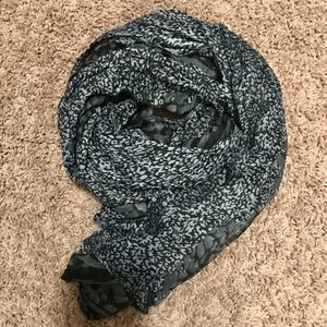 Accessories - Stunning navy and gray scarf